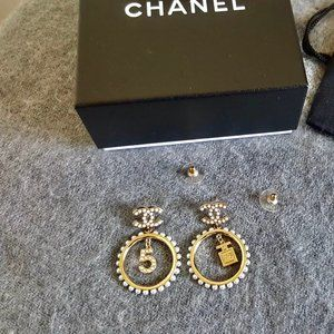 CHANEL Metal Glass Pearls & Strass Gold Earrings